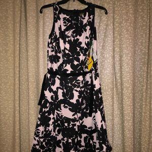 NWT! Floral sleeveless dress